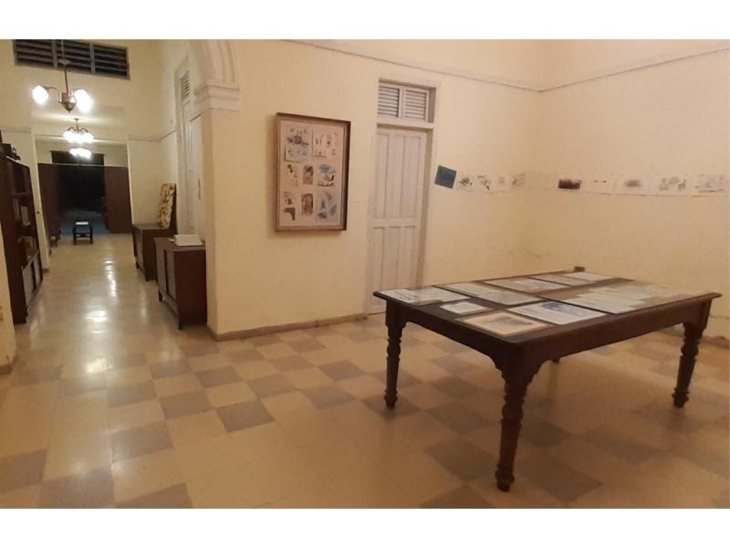 """Galería (casa de la curadora) momento antes de inaugurarse la exposición """"Iter Criminis""""."""